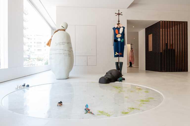 藝術總監郭英聲以義大利畫家喬托的經典畫作《信念》,爲JAMEI CHEN大安概念店灌注靈魂。(圖╱JAMEI CHEN提供)