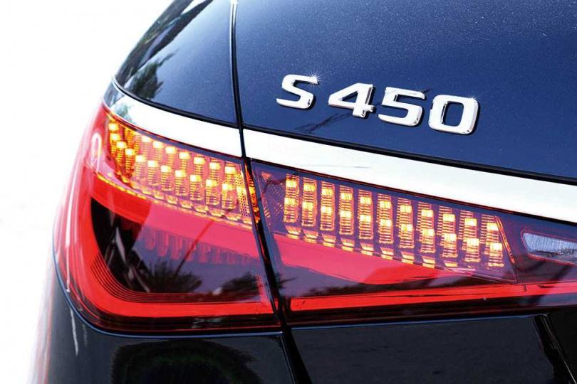 尾燈由以186顆LED組合而成,並透過高低排列,創造豐富的層次。(圖/王永泰攝)