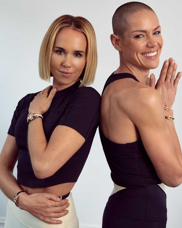 澳洲雙人教練Pip Edwards & Leah Simmons,於「Go Beyond with FRED」線上課程教授皮拉提斯。(圖╱FRED提供)