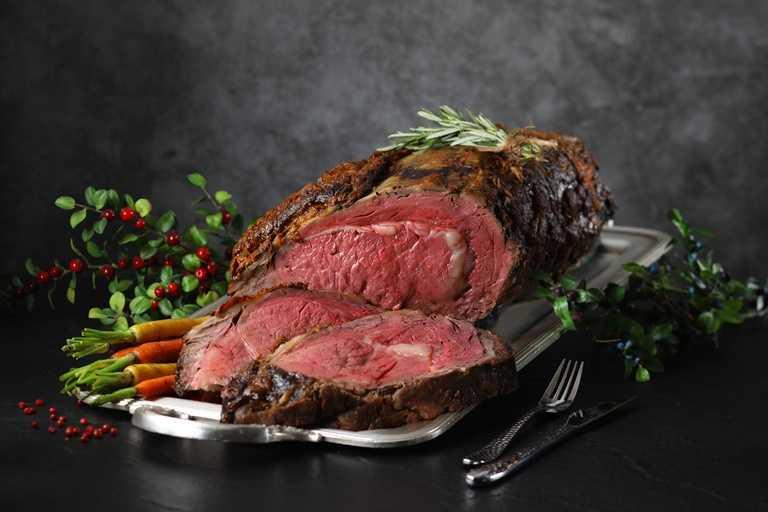 濕式熟成美國肋眼牛排,經過真空冷藏、濕式熟成15天,也是必吃的美味。