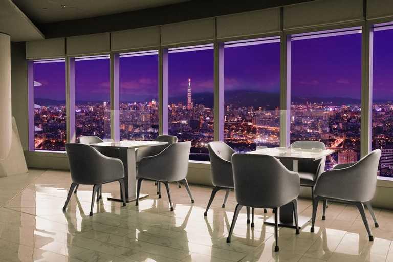 「50樓Café」為全國最高的自助餐廳,民眾在11月底前使用五倍券消費,每滿千元則可折抵NT$1,200元。