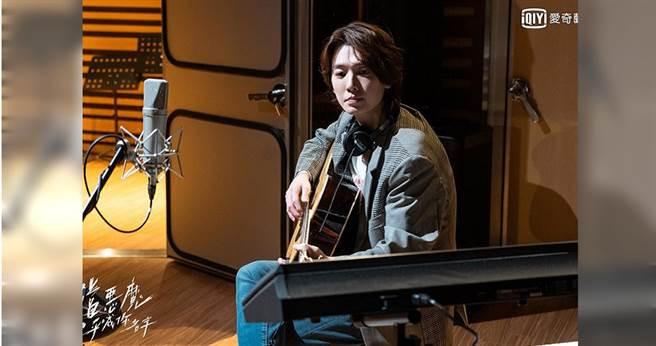 鄭敬淏為戲接受8個月的歌唱訓練,且戲劇播畢前會陸續發表12首歌曲。愛奇藝台灣站提供