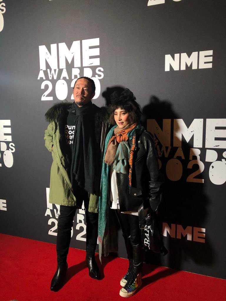 何超(何超儀)和老公陳子聰出席「2020年NME頒獎典禮」。(圖/Drill Team 162提供)