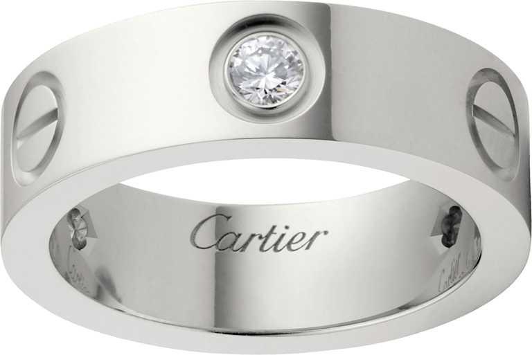 Cartier「LOVE系列」白金鑲鑽戒指╱115,000元。(圖╱Cartier提供)