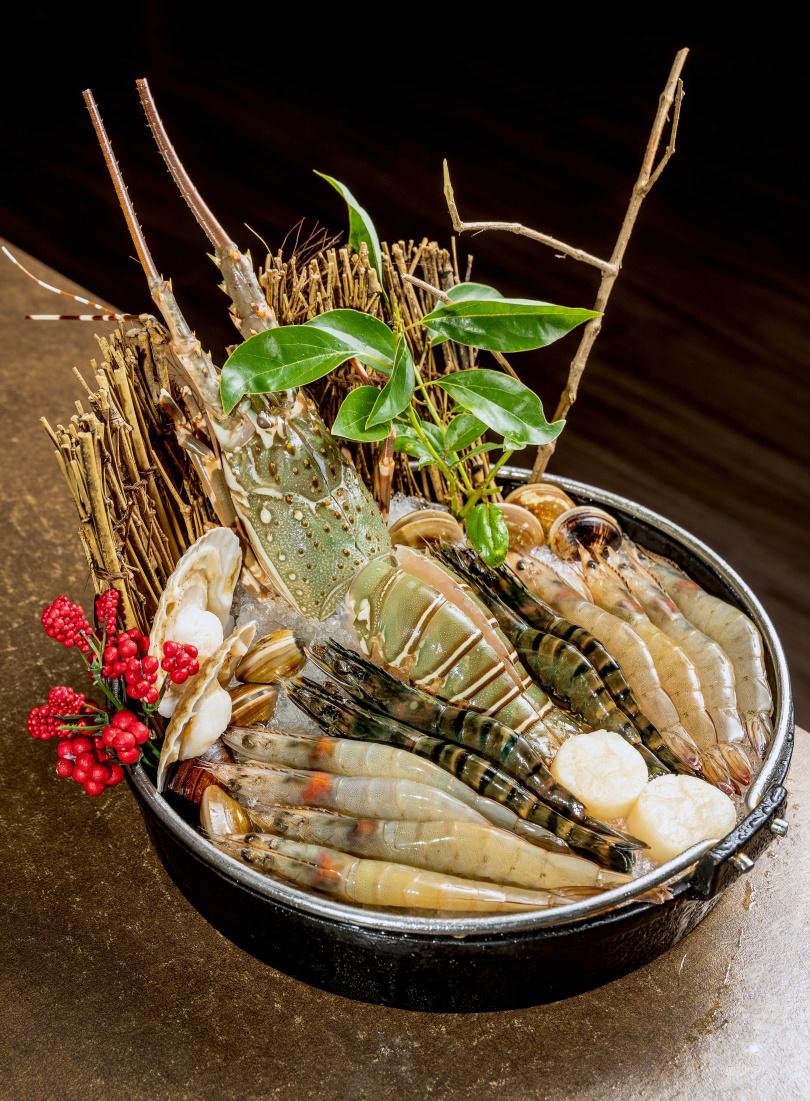 可單點的「綜合海鮮大拼盤」包含龍蝦、天使紅蝦、干貝等夢幻食材。(1460元)