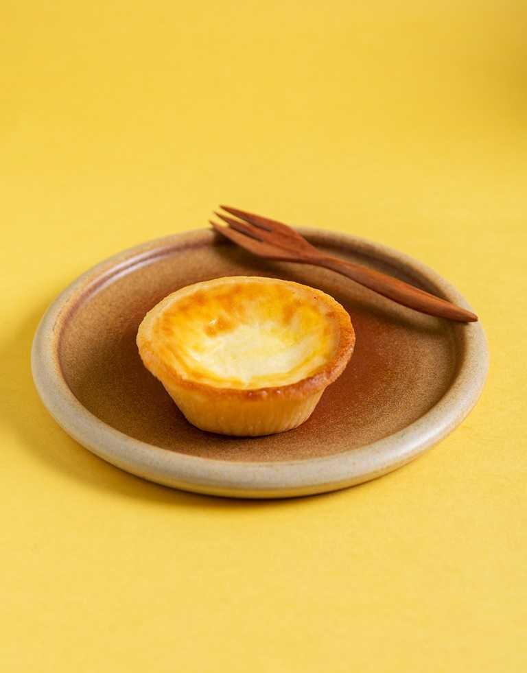 經典的「PABLO半熟起司塔」有著濃郁的起司香氣及滑順口感搭配底層的塔皮,上層再加入蛋液烘烤上色,入口香濃。(38元)