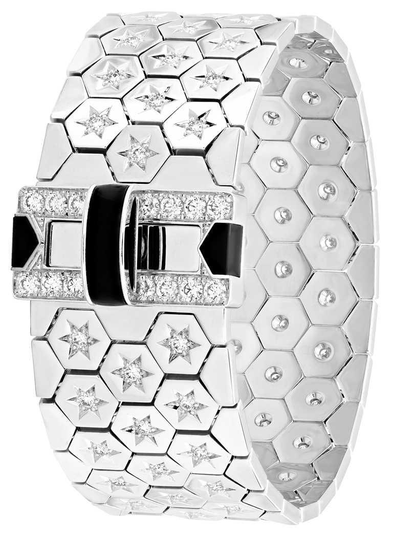 Van Cleef & Arpels「Ludo」系列,Ludo手鐲,白K金、縞瑪瑙及鑽石╱1,980,000元。(圖╱Van Cleef & Arpels提供)