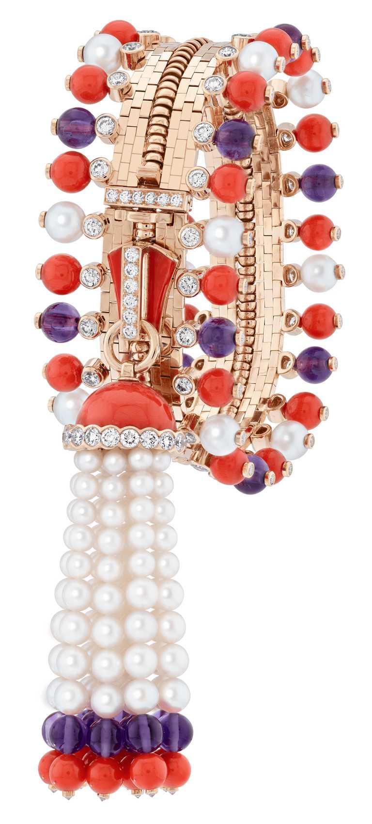 Van Cleef & Arpels「Zip」系列,Zip Antique Couleur項鍊轉換為手鍊,玫瑰金、珊瑚、紫水晶、白色養殖珍珠、白色珍珠母貝及鑽石╱13,900,000元。(圖╱Van Cleef & Arpels提供)