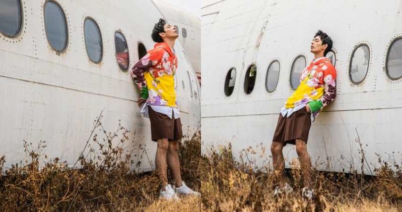 VALENTINO 落花印花連帽衫/約50,950元、口袋長板襯衫/約30,550元、壓褶百慕達短褲/約23,950元、仿舊低筒運動鞋/約27,200元(圖/莊立人攝)