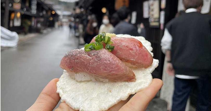 高山老街的飛驒牛壽司是許多人懷念的美味。(圖/中部國際機場新特麗亞提供)