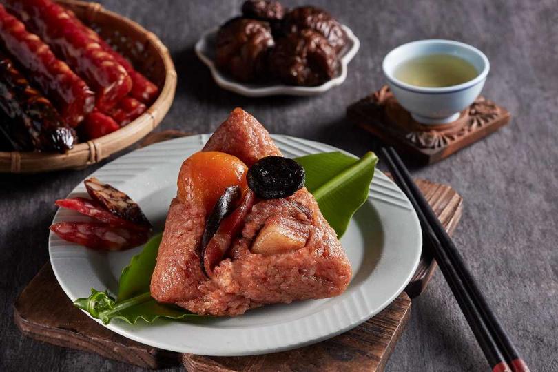 「紅麴臘味豬肉粽」。(圖/新東陽提供)
