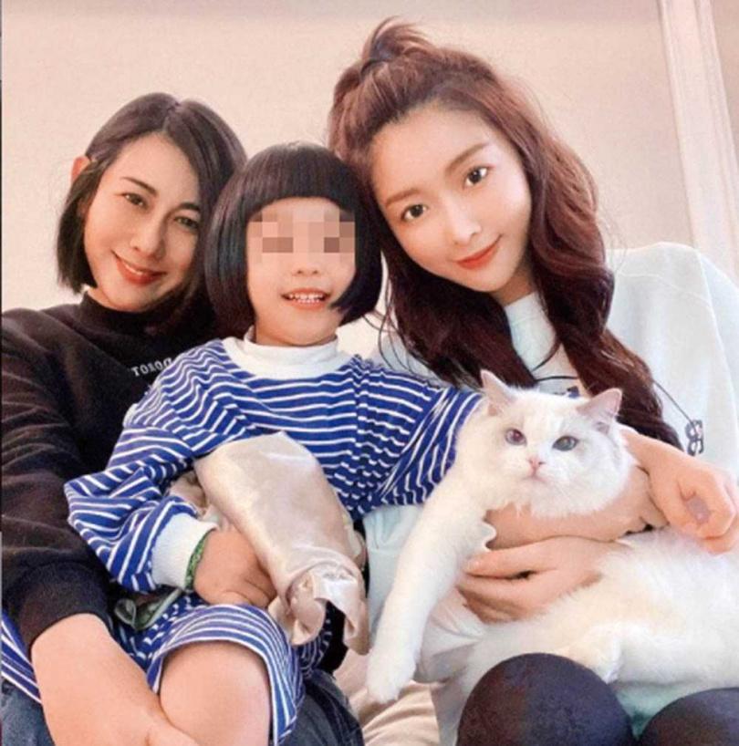林利霏(左)家中的布偶貓個性溫馴穏定,很討人喜歡,進而讓成語蕎(右)養了自己的布偶貓。(圖/翻攝自成語蕎臉書)
