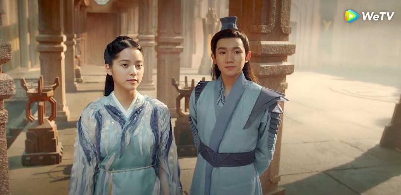 歐陽娜娜(左)與王源在《大主宰》引發網友火箭式追劇熱潮。