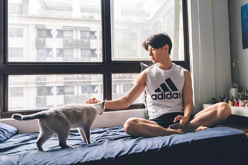 寵貓的吳珝陽,最欣賞貓咪獨立的個性。(圖/吳珝陽提供)
