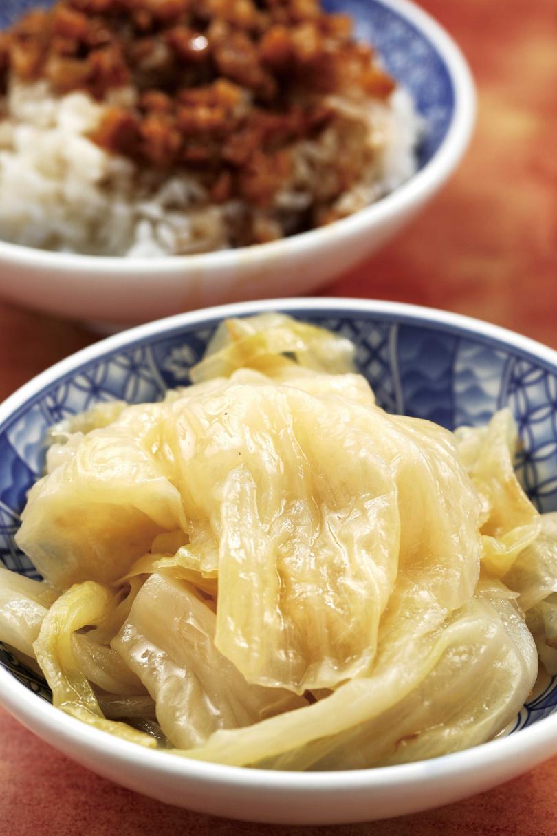 與金鉤蝦一同滷製的「滷高麗菜」,口感類似白菜,但滋味更鮮甜。(三○元/份)(圖/于魯光攝)