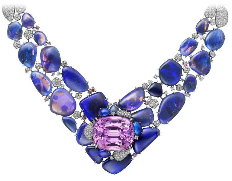 Cartier「[SUR]NATUREL系列」頂級珠寶,HEMIS項鍊(荷米斯國家公園)╱白鑽、粉鑽、紫鋰輝石、蛋白石。(圖╱Cartier提供)