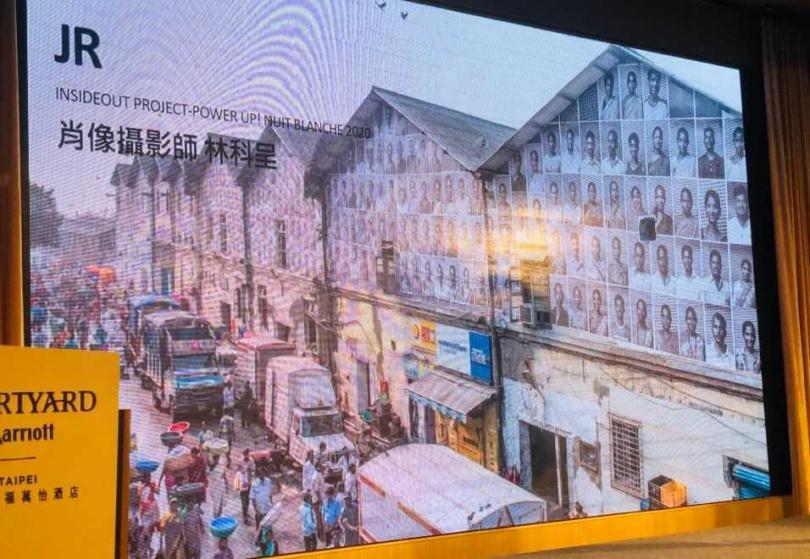 林科呈為202位台電修護處工作人員拍攝群像照片,布置於台電維修廠的外牆。(圖/余玫鈴攝)