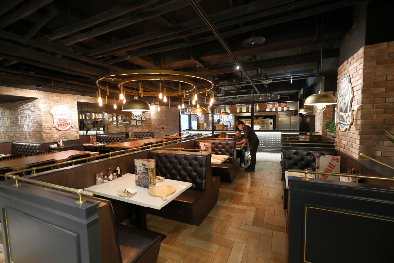 帶有復古美式風格的空間相當寬敞,適合多人聚餐。