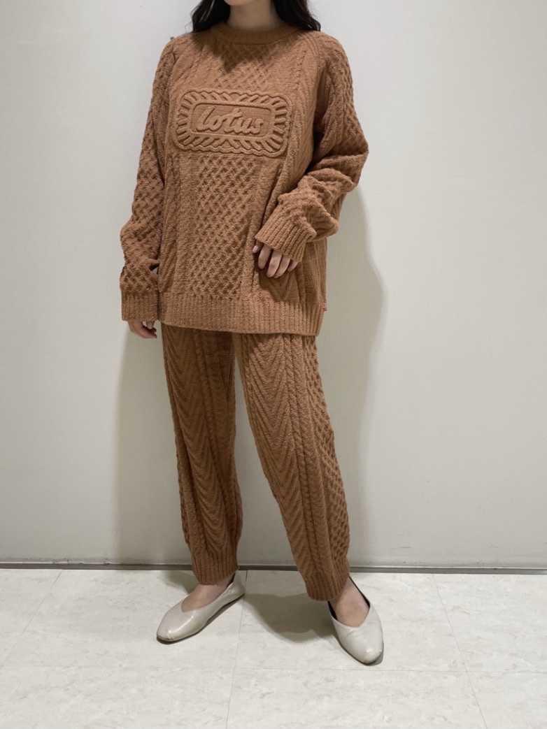 針織上衣、褲子日幣7,480圓