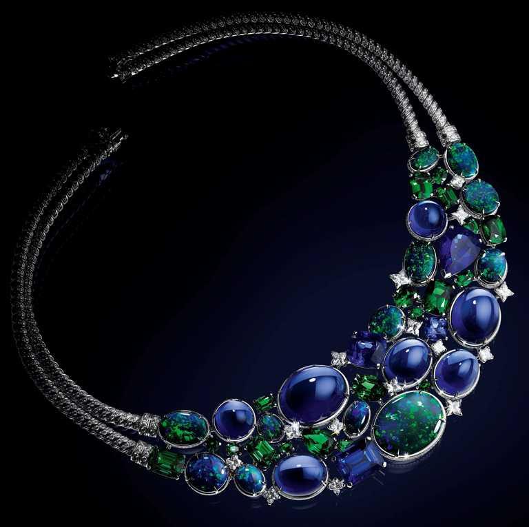 LOUIS VUITTON「Bravery」系列高級珠寶,「La Constellation d'Hercule」項鍊。(圖╱LOUIS VUITTON提供)