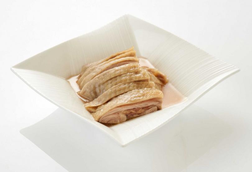 江南春的「紹興醉雞」精選紅羽雞腿冰鎮去骨,售價450元。