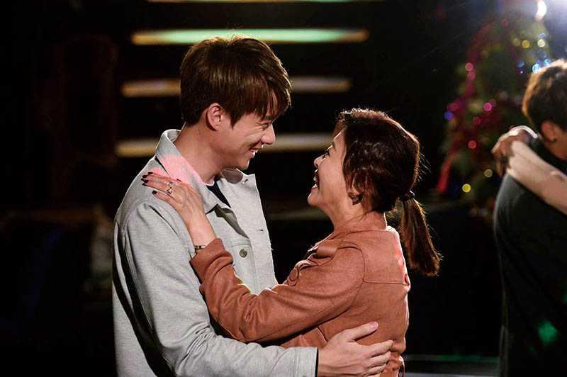 在《女力報到-小資女上班記》中,方馨和劉書宏甜蜜談起姐弟戀。(圖/中視提供)