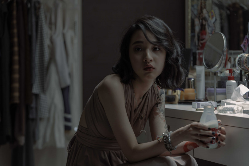 新人演員李沐第一次與偶像張孝全對戲,被誇讚「李沐把自己完全投入角色裡面,很有感染力」。