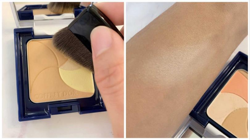 COFFRET D'OR的「光燦透皙調色粉餅」一盤內結合了打亮、修飾毛孔、美肌打底的3種功能。打亮區塊就是呈現微微細緻的珠光,讓膚色明亮的同時也一併隱形毛孔。(圖/吳雅鈴攝影)