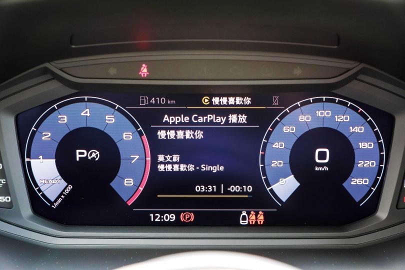 除了行車資訊,多媒體播放等訊息也會顯示在10.25吋數位儀表板上。(圖/馬景平攝)