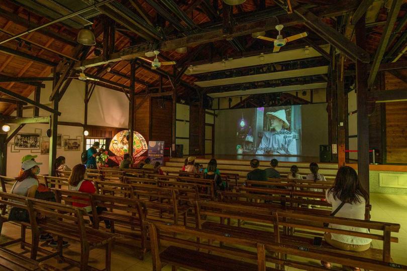 古色古香的「永成戲院」,至今仍播放著電影,並不時有戲曲演出。(圖/宋岱融攝)