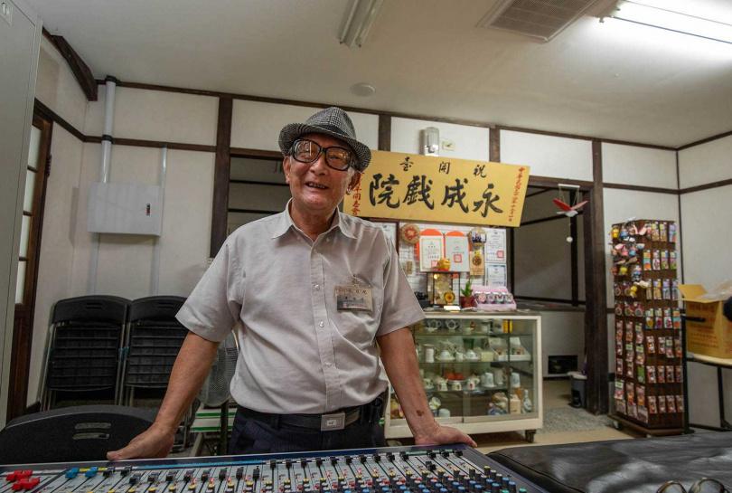 前身為「永成碾米廠」的「永成戲院」,目前由第二代黃怡祿經營。(圖/宋岱融攝)