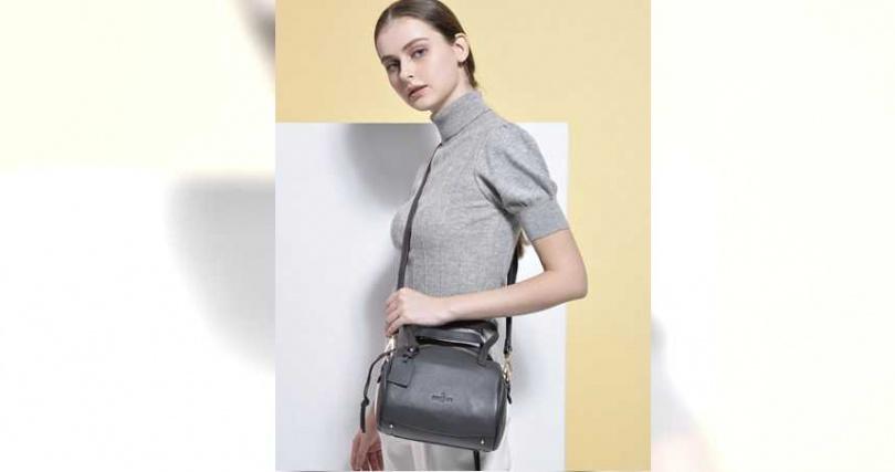 今年秋冬MONTAGUT女包系列,採用圓滑、流線型線條設計,造型更加優雅復古。