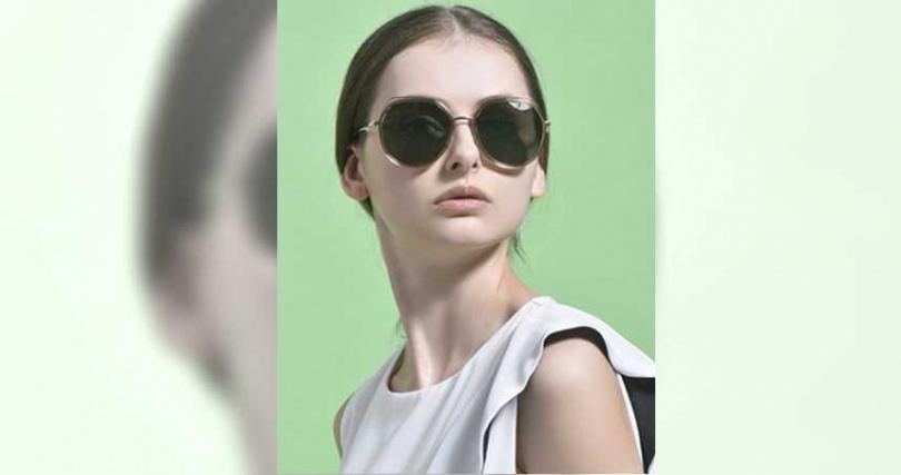選用輕盈合金金屬打造更為精緻的雙層鏡框線條,大大提升整體時髦感。