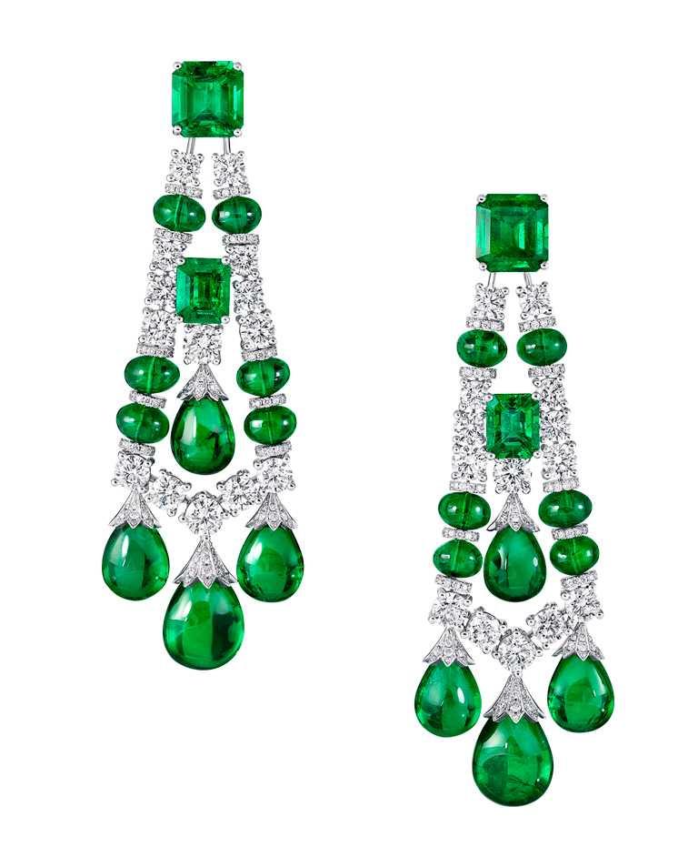 GRAFF「Tribal」系列高級珠寶,白金鑲嵌祖母綠、鑽石耳環╱價格店洽。(圖╱GRAFF提供)