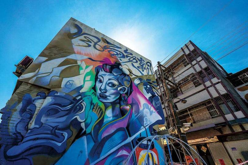 「北港公館里彩繪社區」可以看到各式風格各異的彩繪作品。(圖/焦正德攝)