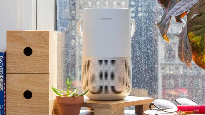 Bose 可攜式智慧型揚聲器 除了有 360 度全方向揚聲器,從每個方向營造出渾厚聲音外,防潑水設計及防碰撞材質,可以放心在廚房內使用