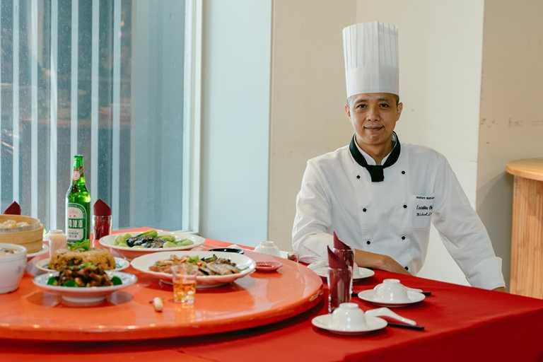 全國大飯店行政總主廚李坤昌以「大廚逛市場」的精神,利用市場食材推出外帶辦桌組合。