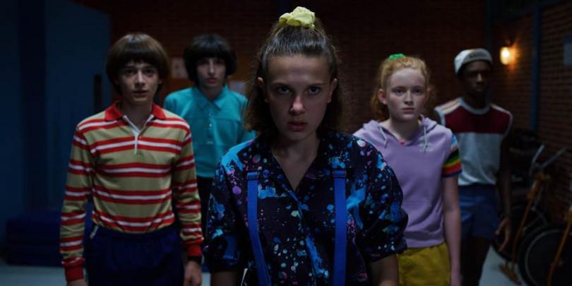 《怪奇物語》演員們從當初小玩童的模樣,現在一轉眼已成青少年。(圖/Netflix提供)