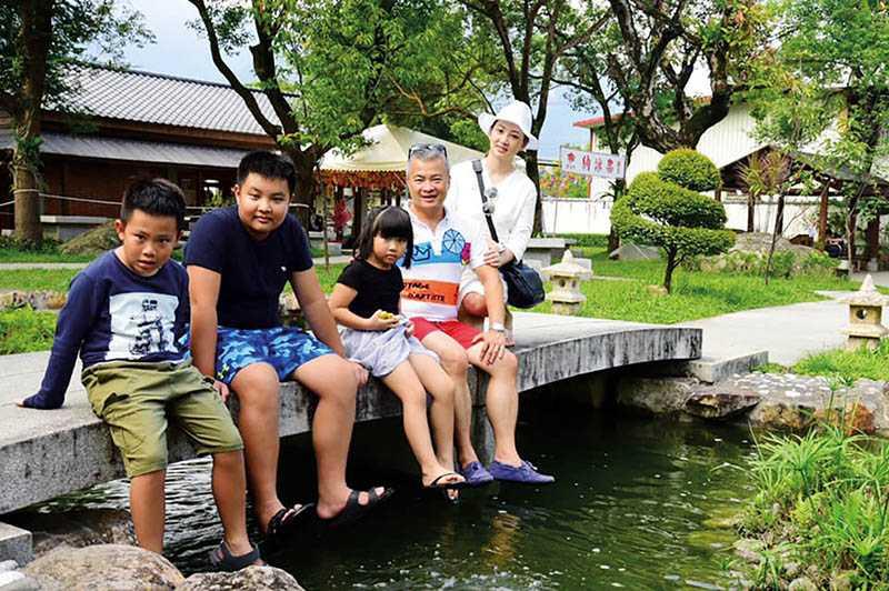 結婚13年,郁方和老公的感情依然十分融洽,一家五口生活滿是幸福。(圖/翻攝自郁方臉書)