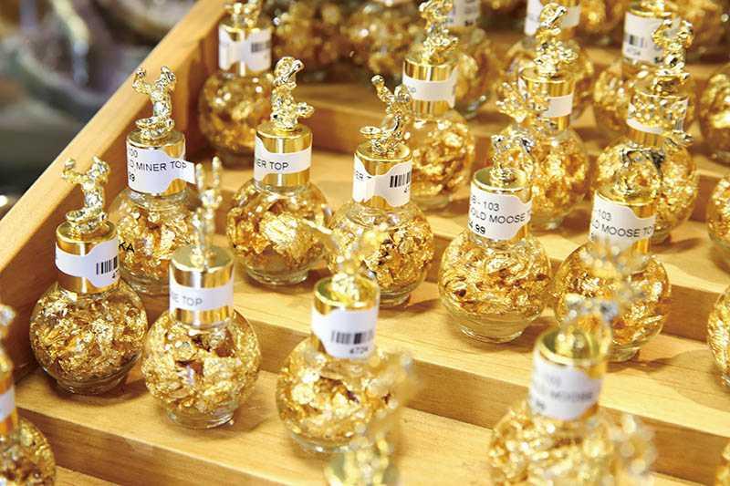 裝著金箔的紀念品,呼應了淘金年代的輝煌。(圖/妮可魯攝)