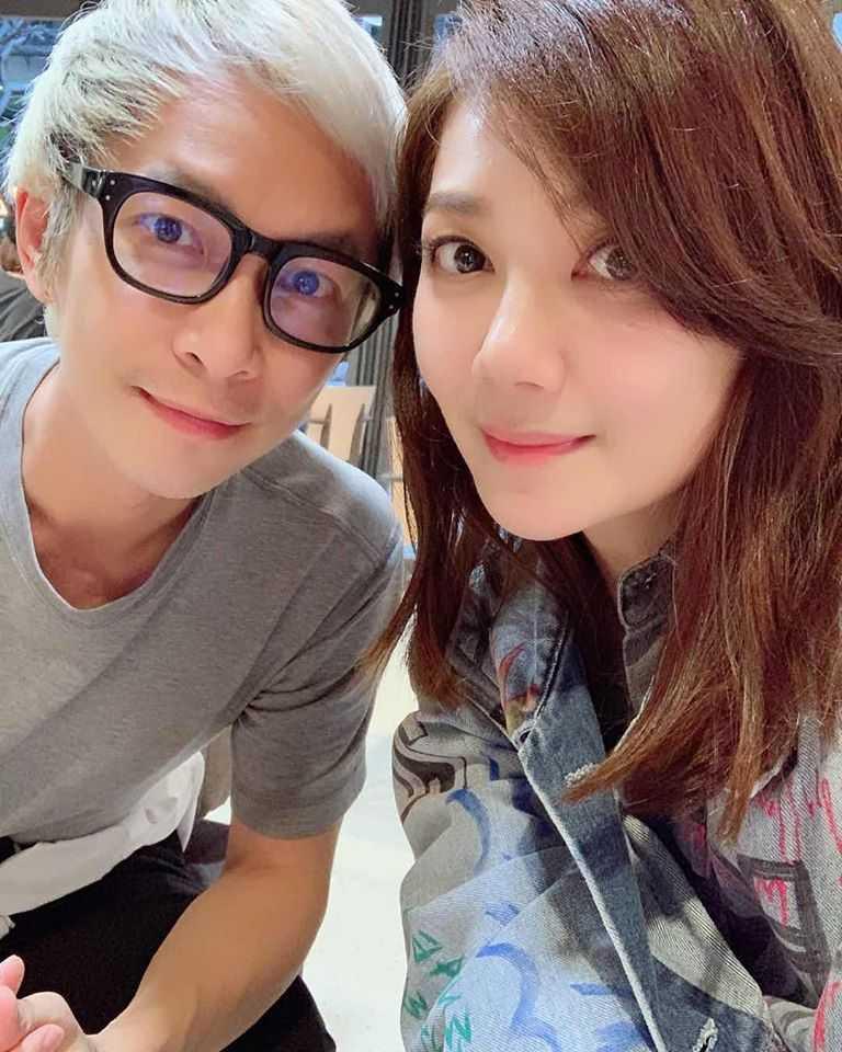 張智成曾和表妹梁靜茹合作歌曲〈一家一〉。