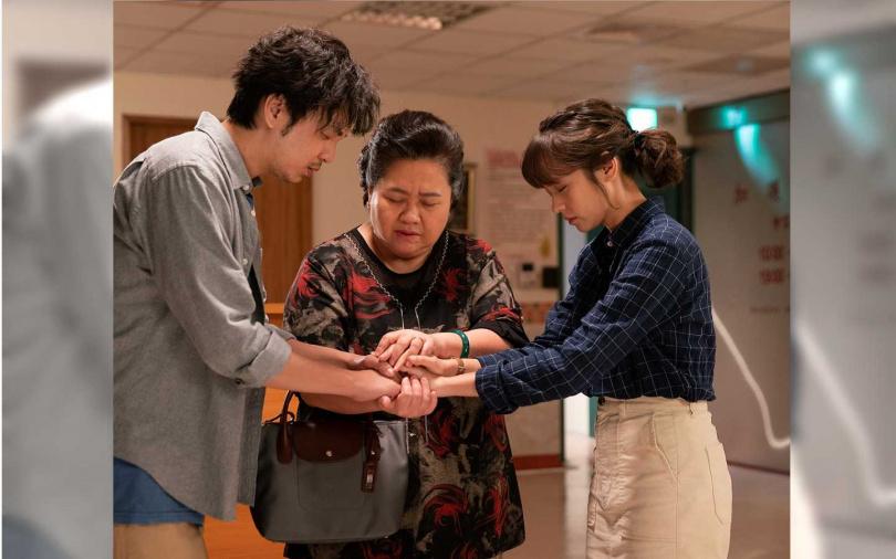 (左起)張書偉、鍾欣凌、黃姵嘉三人分別對餅店有著不同情感。(圖/公視)