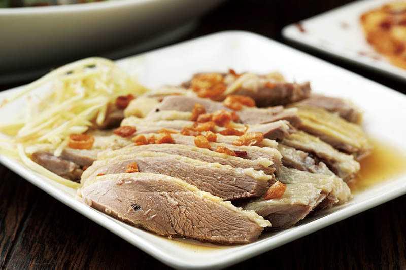 「鴨肉切盤」肉質香甜可口,是「合鴨米灶腳」的必點菜色。(小/120元,大/200元)(圖/于魯光攝)