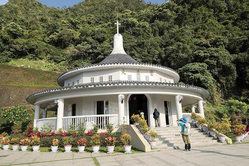 聖母朝聖地有個天壇造型的圓形天主堂,相傳聖母瑪麗亞曾於此地顯靈。(圖/于魯光攝)