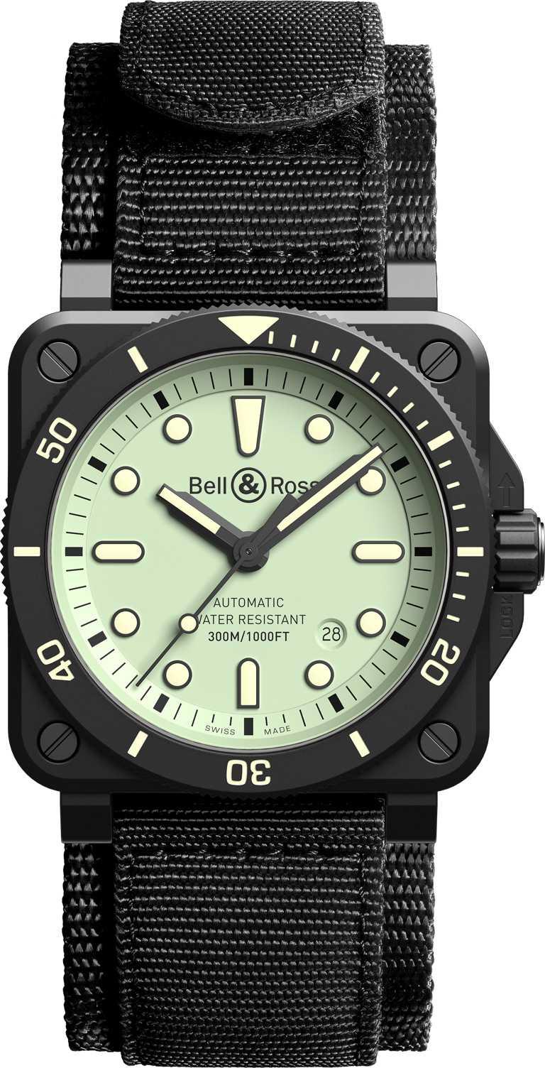 Bell & Ross「BR03-92 Diver Full Lum」腕錶,超彈力黑色合成織物編織錶帶╱155,000元。(圖╱Bell & Ross提供)