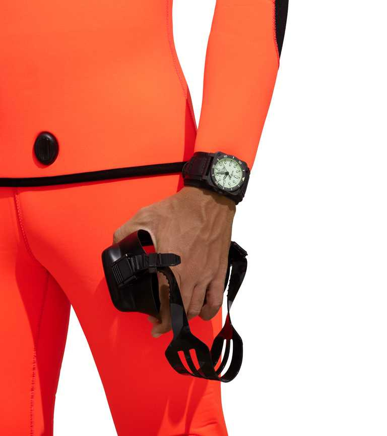 Bell & Ross「BR03-92 Diver Full Lum」腕錶╱啞光黑色陶瓷錶殼,42mm,防水300米,限量999只╱155,000元。(圖╱Bell & Ross提供)