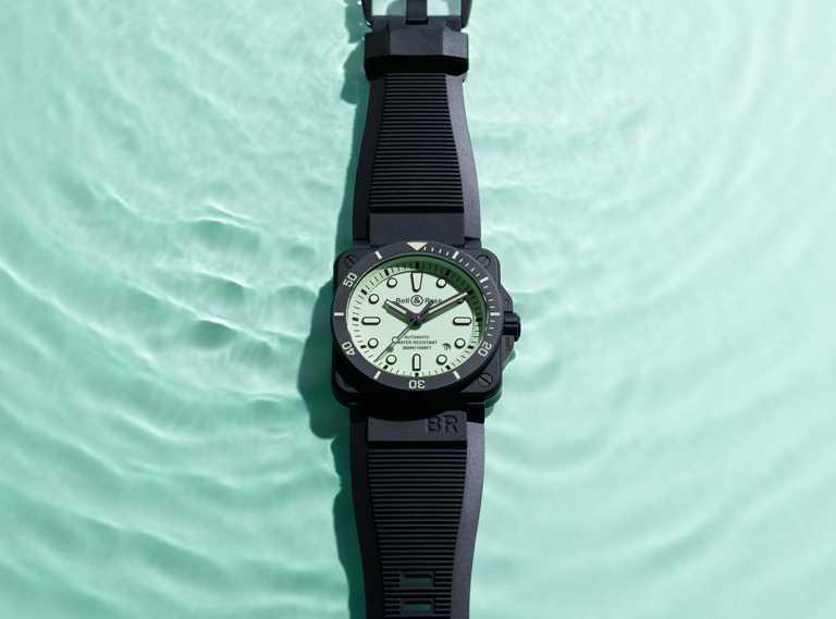 Bell & Ross「BR03-92 Diver Full Lum」腕錶,黑色橡膠錶帶╱155,000元。(圖╱Bell & Ross提供)