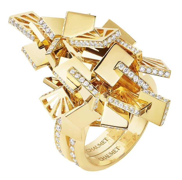 CHAUMET「Perspective de Chaumet系列」,SKYLINE可轉換式戒指╱18K黃金、白鑽。(圖╱CHAUMET提供)