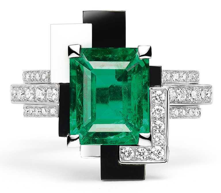 CHAUMET「Perspective de Chaumet系列」,LABYRINTHE戒指╱18K白金、瑪瑙、祖母綠。(圖╱CHAUMET提供)