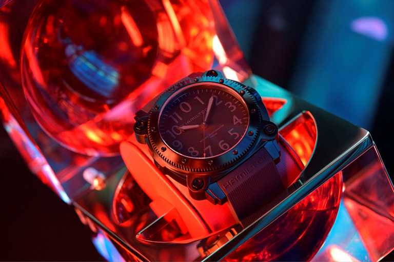 漢米爾頓「Khaki Navy BeLOWZERO」特別版腕錶的獨特包裝,由《TENET天能》電影美術指導納森克羅利(Nathan Crowley)創作。(圖╱HAMILTON提供)